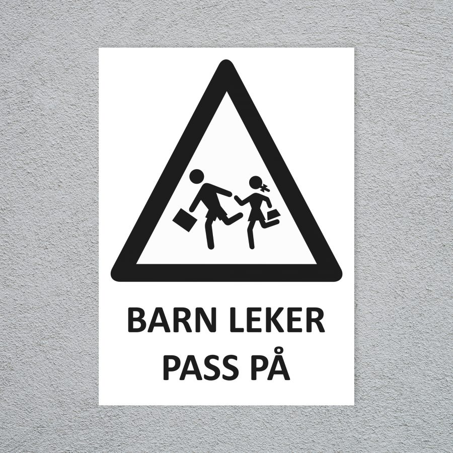 Barn leker pass på