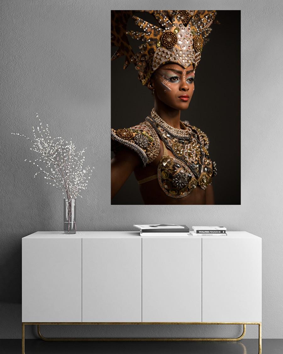 Interiør-AfricanWoman-mock