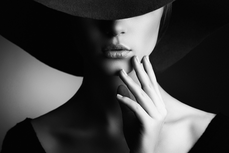 Interiør-Elegant-Woman