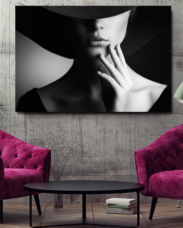 Interiør-Mock-Elegant-Woman