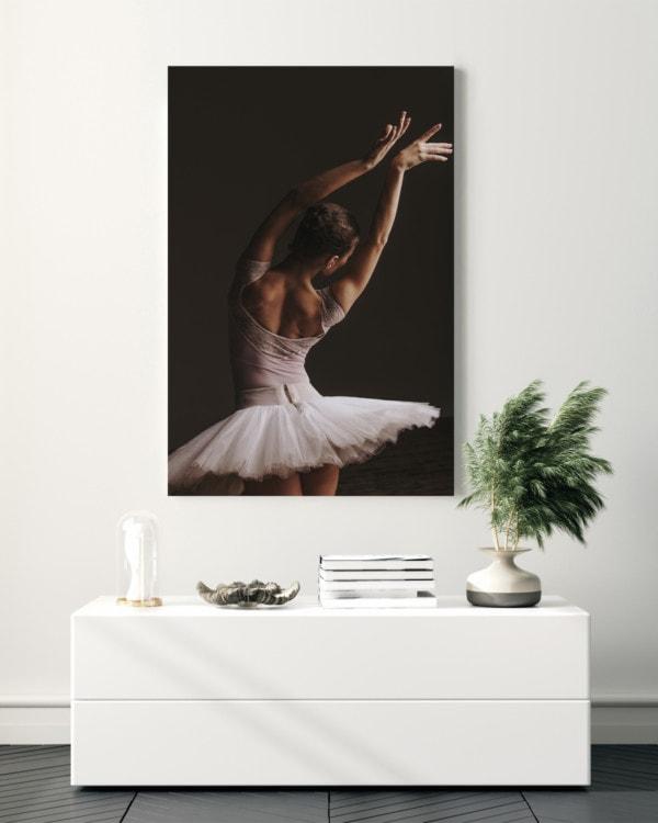 Interiør-Mock-Ballerina-Pose
